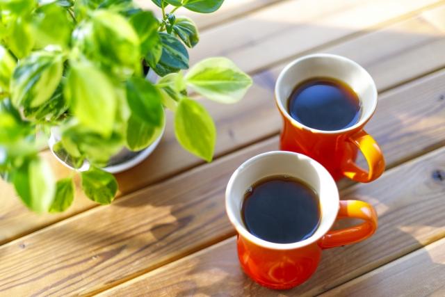 全自動コーヒーメーカーでコーヒーを淹れる