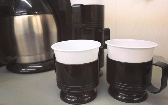 全自動コーヒーメーカーでコーヒーを淹れる (2)
